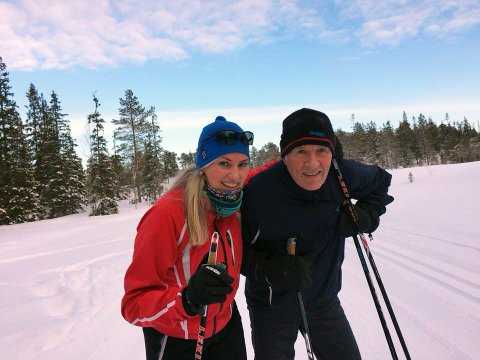 HJEM PÅ SKI: Kjersti Severinsen tar som regel turen til hjembyen Mosjøen i vinterferien. Her med faren Svein Severinsen på tur til Aufles.