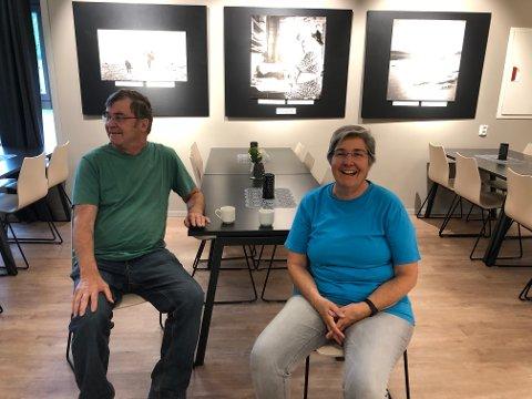 Heidi Schwarzentrüber og Hans Ruedi Hofer er begeistret for Norge og har bare gode ord å si om Hattfjelldal og Fjellfolkets hus.