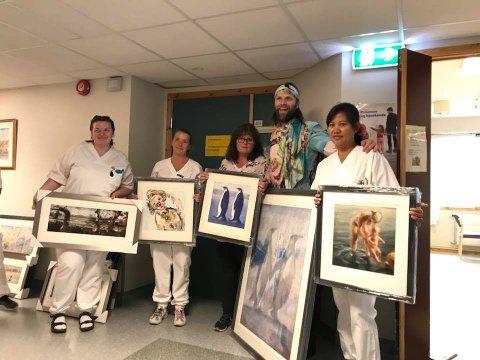 Aune Sand troppet opp på Alstahaug sykehjem i Sandnessjøen med kunst for over 300.000 kroner.
