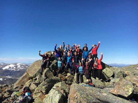 FELLESTUR: 21 deltakere på tur til Storklompen i Grane kommune. Det er den høyeste toppen i  Lomsdal-Visten nasjonalpark.