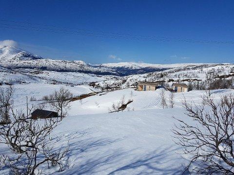 Korgfjellveien 540 er til salgs for 3,8 millioner kroner. Den moderne hytta er bygd opp på tomta der Utsikten fjellstue tidligere lå.