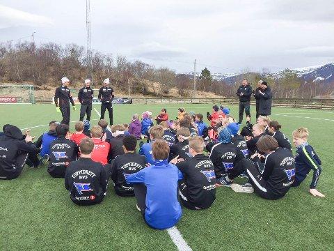 HELE HELGELAND: I fjor var kombinertlandslaget på Tour de Helgeland. Da hadde de også trening med ivrige utøvere.