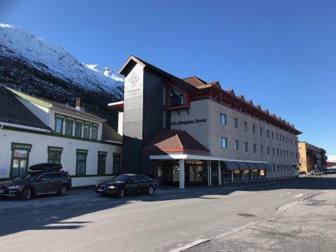 BYENS STORSTUE: Fylkestinget skal ha møtet sitt på Fru Haugans Hotel.