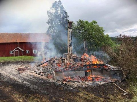 NEDBRENT: En drøy time etter at brannen ble meldt så det slik ut på brannstedet.