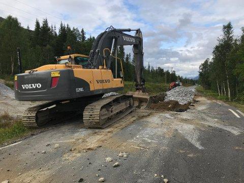 Fv 273 mellom Simskard og Kløvimoen i Fiplingdal er stengt på grunn av veiarbeid.