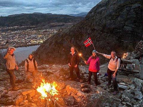 VARDEBÅL I TRONGSKARDET: F.h. Tone Larsen, Tove Heggø, Kristin Duesund Remhaug, Hege Herring og Lars Ole Hafsmo.