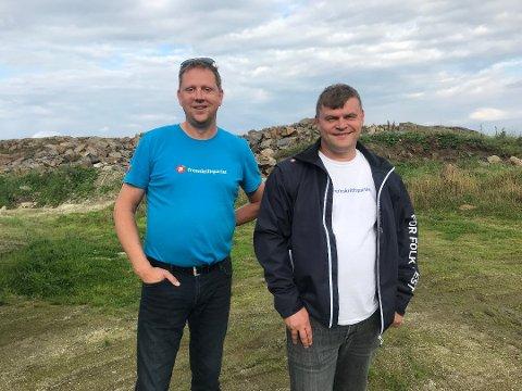 Kay Rune Nersund (til høyre) vil stemme mot nedleggelse av oppvekstsentrene i Leirfjord. Her sammen med fylkestingspolitiker for FrP, Richard Dagsvik under valgkampen i 2019.