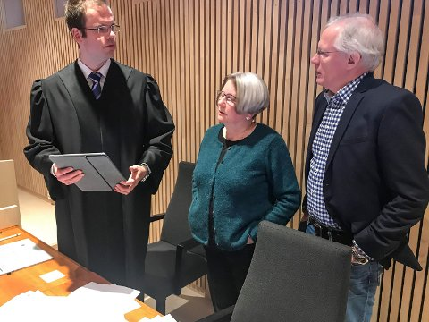 Advokat Stein-Erik Jahr Dahl (t.v.), Ing-Lill Pavall, og  John Kosmo under rettssaken i Mosjøen rett før jul i fjor. De to siste er begge tilknyttet reindriftsforvaltningen.