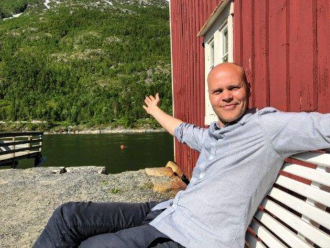 I Sjøgata: - Jeg er spent på sesongen, sier Isaksen, og trekker fram Sjøgata som en av attraksjonene.