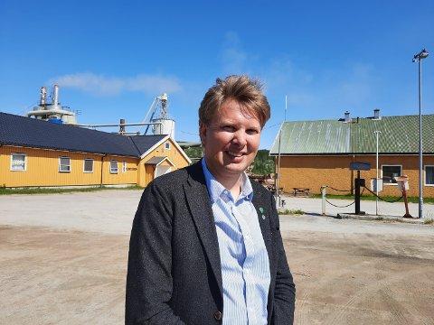 Harald Lie, ordfører i Hattfjelldal, forhandler med Telenor om mulige løsninger for  innbyggerne som sliter med kommunikasjon.