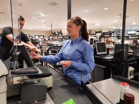 MOSJØEN:  Det er ennå tidlig på formiddagen, og Karianne Hals kan nyte freden og roen før kundene kommer for fullt.