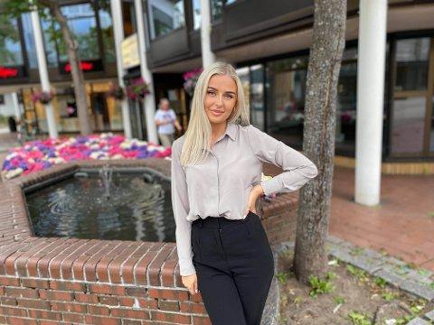 NY JOBB: Cecilia Johansen (22) har fått seg jobb som eiendomsmegler i Rede Eiendomsmegling. Hun tror erfaringene hun har fått etter jobben i Oslo, kommer til å være verdifulle i den nye jobben.