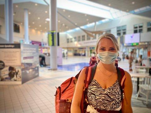 Landet: Her har Weronica Wysocka (29) akkurat landet i Bodø fra Gdansk. Polakken skal feriere i Salten i en uke, men valgte ikke å teste seg på teststasjonen Bodø kommune hadde satt opp på flyplassen.