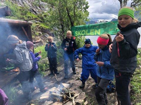 BARN: Friluftsskolen har i flere omganger benyttet Finnvika til ulike aktiviteter. Bildet er tatt i forbindelse med Friluftsskolen sommeren 2019.