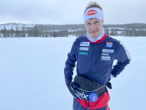 LADET OPP PÅ SJÅMOEN: Kombinertløperen Emil Storjord Vilhelmsen, Mosjøen IL Ski ladet opp til norgescupen på Sjåmoen.