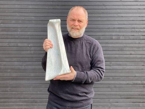 ANERKJENNELSE: Kenn-Ole Moen sin marmorskulptur «In memory of Fransesca from Scotland and David from England» er valgt til åpningen av det nye Nasjonalmuseet i 2022. – Da de skulle velge kunstnere til åpningen med samtidskunst, valgte de å ikke bruke kunstnere som var innkjøpt av Nasjonalmuseet. De reiste rundt å besøkte kunstnere og hadde en åpen innsending, forteller Moen.