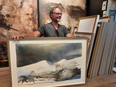 NY UTSTILLING: Stig-Ove Sivertsen selger mest store og mellomstore bilder. - Det er også en del som samler på meg, sier han.