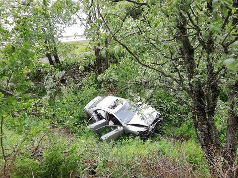 Ulykken skjedde rundt klokken 23 lørdag kveld. Verken fører eller passasjerer var å finne i området.