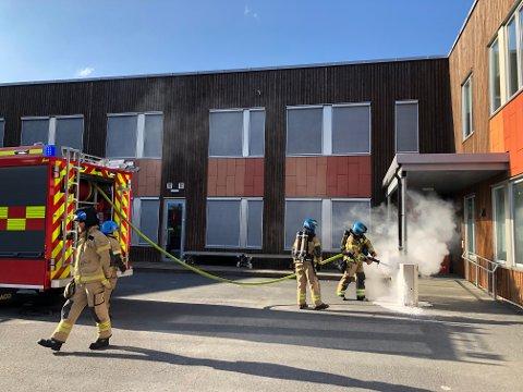 BRANN: Det har oppstått en brann i en søppelkonteiner ved Olderskog skole.