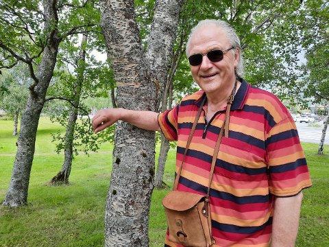 SPOR: Søndag sto han atter på scenen i Mosjøen. Den musikalske karrieren startet i Lyngenveien 30.