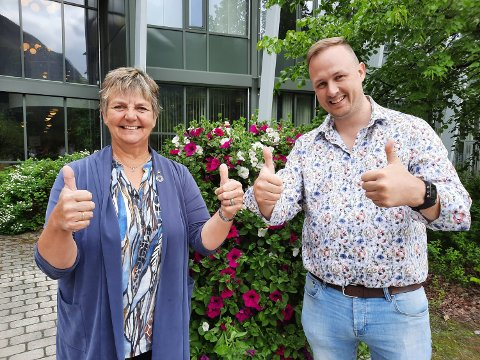 VINNERE: Ordfører Berit Hundåla og varaordfører Rune Krutå  gleder seg over meningsmålinga.
