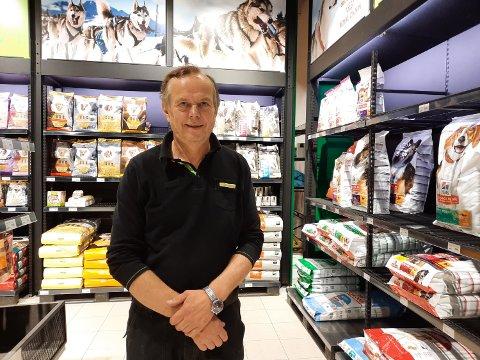KJÆLEDYR: Avdelinga for fôr og utstyr til kjæledyr har økt kraftig ved Felleskjøpet i Mosjøen.