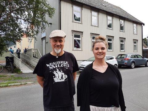 KAFéE: Odd Arne Eiterjord , driver av Qvales Kafé, og  Maiken Johnsen, prosjektmedarbeider ved Qvales Mestringshus.