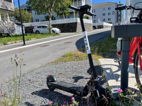 Det skjer langt flere skader blant syklister og fotgjengere enn på elsparkesykkel, men risikoen er likevel størst på elsparkesykkel, ifølge TØI.