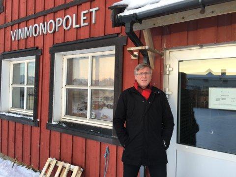 VIL HA ÅPENT POL: I dag har Vinmonopolet i Vardø stengt mandag og tirsdag. Ordfører Robert Jensen ønsker ikke at også onsdagen skal være stengt.