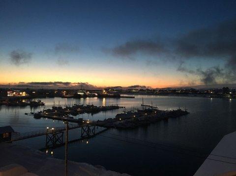 KALDT: På grunn av en skyfri natt, var det kaldt i Øst-Finnmark søndag morgen. Dette bildet er tatt i Vadsø, der det var minus 12 grader klokka 8.