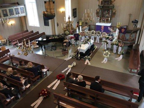 I dag ble artisten Sverre Kjelsberg begravet i Elverhøy kirke i Tromsø. (Foto: Yngve Olsen Sæbbe)