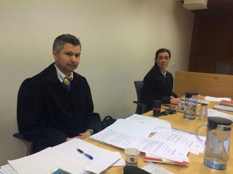 MØTTES I RETTEN: Forsvarsadvokat Benny Solheim og politiadvokat Karoline Gjønnes-Johansen møttes i retten da ankesaken mot en altamann i 30-årene pågikk.