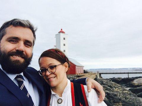 NYE FJES PÅ KJØLNES FYR: Paret Viggo Randal og Emelinn Renate Bråtane forelsket seg fort i denne plassen. Nå flytter de vestover.