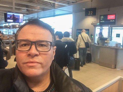 KAN VELGE: - Kan Boreal velge om de vil frakte passasjerer eller ikke? spør Thomas Bartholdsen. Her før innjsekking på flyplassen i Alta.