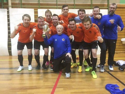 Varanger Futsal BK ble seriemestre i 1. divisjon futsal 2016/17 i Finnmark.  Foto: Varanger BK Futsal