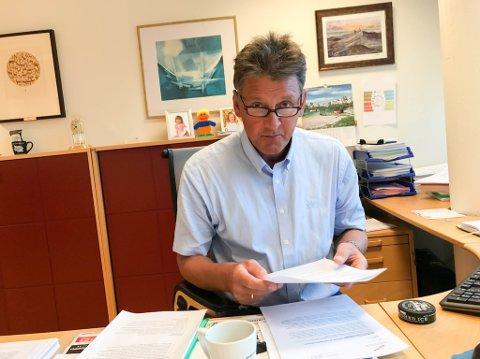 MÅ KUTTE: Rådmann Bjørn-Atle Hansen sliter med økonomien i kommunen.