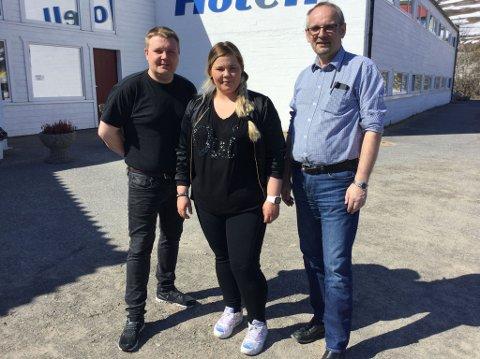 SAMLET I BÅTSFJORD: Hovedutvalget for kultur, folkehelse og samferdsel er samlet for utvalgsmøte i Båtsfjord torsdag. Her representert ved Tommy Berg (SV) , Hanne Iversen (Ap) og Svein Iversen (Krf).