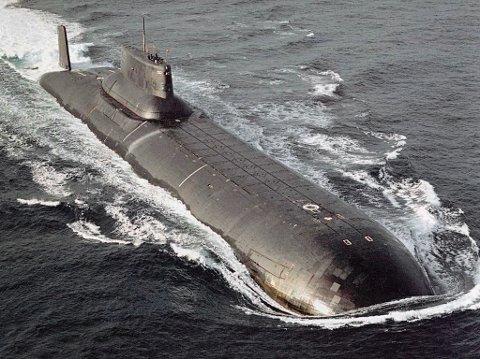 LANGTUR: Typhoon-ubåten forlot sin russiske havn mandag, og seiler langs Norge til St. Petersburg. Arkivbilde av en ubåt i samme klasse.