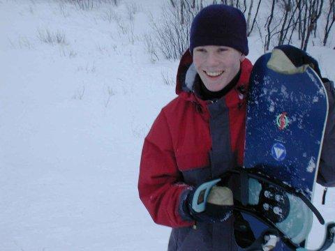 Dette bildet  av Jonas Follesø som ivrig snowboarder er tatt i januar 1997, og befinner seg i Finnmark Dagblads arkiv.