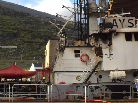 STORE SKADER: Framre del av overbygget på den 157 fot lange båten ble skadet i brannen, opplyser slippsjef  Bernth Sjursen. Han kjenner ikke det indre skadeomfanget.