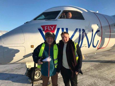 GÅR MOT SLUTTEN: Pilot Leif Roar Øyås (i cockpit), Jan Kristensen (t.h.) og Magnus Kristensen var med da flyet ble returnert til Canada.
