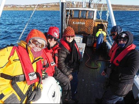 BLE IMPONERT: Michelle Dienno, Corning Townsend. Elizabeth Harley, Colin Imrie og Wendy Imrie var blant turistene som var med Charles Wara på tur i Varangerfjorden i forrige uke. Turistene kom fra USA, England og Australia, og lot seg imponere over den norske naturen.
