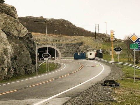 PASS PÅ: På denne strekningen kan det være greit å være ekstra forsiktig om du skal ut og kjøre fredag formiddag. Det er nemlig en del rein i og utenfor veibanen mellom Talviktunnelen og Àilegastunnelen i Alta.