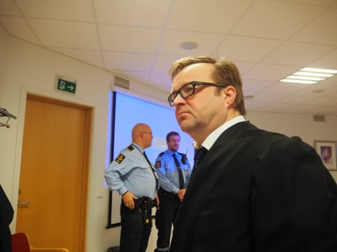 Advokatfullmektig Jørn Are Gaski er med i forsvarerteamet rundt kvinnen fra Øst-Finnmark som er siktet for grov voldtekt mot ei mindreårig jente.