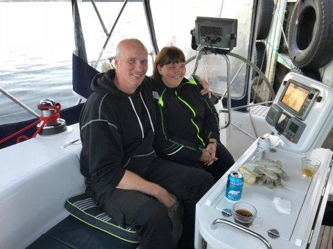 HÅPLØS SITUASJON: Einar og Ilona Røe har i over 2 måneder uten telefon. – Det går utover bedriften, forteller Einar.