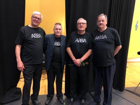 VETERANER: Denne gjengen har spilt ABBA-konsert tidligere, da i 2001. Nå trer en av dem av, Bjørnar Jørgensen. Fra venstre: Bjørn Essaiasen, Bjørnar Jørgensen, Per Bernt Martinsen, Stein Erik Johnsen.