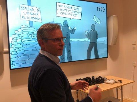 PLANER FOR SKALLELV: Ståle Karlsen i Sandmo AS presenterte sine planer i Skallelv i Vadsø for styret i Finnmarkseiendommen onsdag.