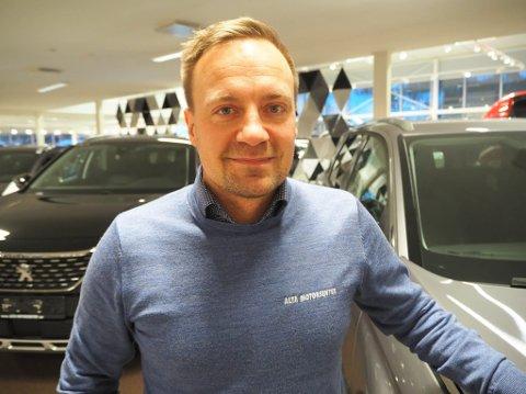 TOMME LAGER: Scooterselger ved Alta Motorsenter, Jan Erik Johnsen, sier at ikke alle som kontakter dem er helt oppdatert på regelverket tilknyttet scooterkjøring.