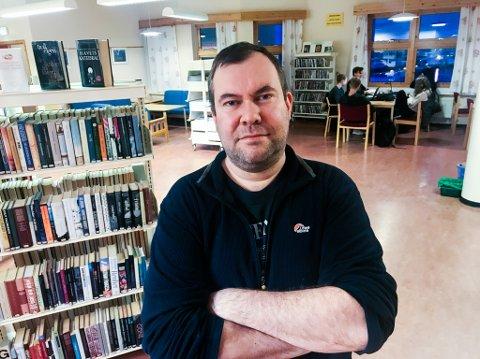 KRITISK: Leder i Bibliotekarforbundet, Øystein Andreas Dahl, er kritisk til at motstemmene til den nye bibliotekmodellen har blitt forsøkt holdt skjult fra politikerne. – Prosessen har vært uredelig og frekk, fastslår han.