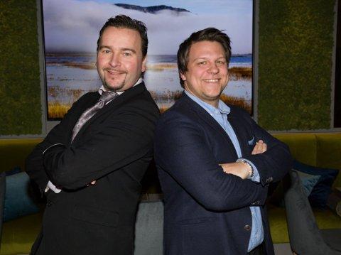 SALT: Restaurantfikser Ken Johnsen (til venstre) og restaurantsjef Alexander Hågensen, er klare for åpning av Restaurant Salt i Kirkenes lørdag.